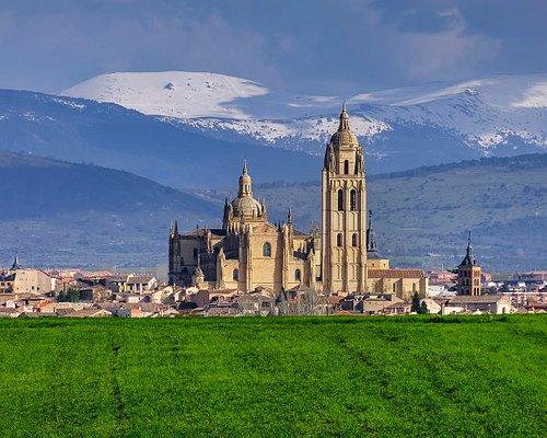 Vista fachada oeste de la Catedral de Segovia
