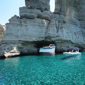 rent boat milos