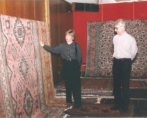 Searching for the right Handmade Carpet with your family or friend can be a pleasant learning experience.