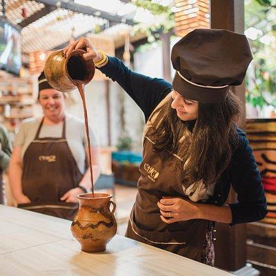 Bate Bate Chocolateeeee!!!  Shake it, Shake it, Shake it... Chocolate Workshop by ChocoMuseo --- An amazing and funny experience... :)
