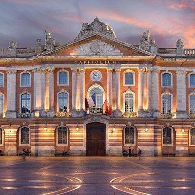 Place force de Toulouse, Le Capitole