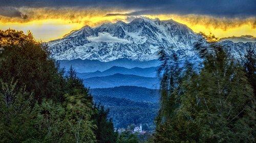 Sua maestà il Monte Rosa, il grande protagonista dei panorami varesini.   Ph: Luca Sacchet
