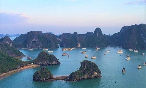 Full day Halong Bay with Canoe (including private pick-up from Halong city)
