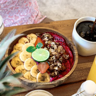 Our healthy smoothie bowl for breakfast, with fresh lombok coffee
