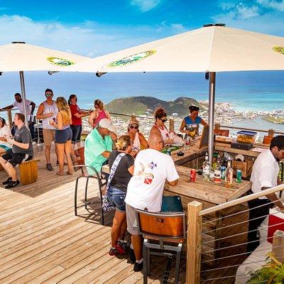 360° Viewing Deck & Bar
