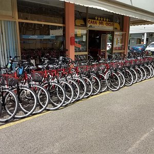 l'officina con il parco bici di via Monticano