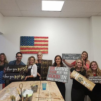 Looking for a fun night out in Philadelphia? Grab your friends and a bottle and make awesome wooden signs and more!