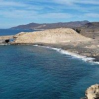 Playa de la Pared mit Blick auf die Felsenbrücke