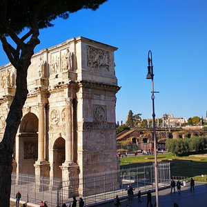 L'arco e il Colosseo
