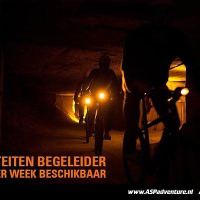 Grotbiken in de tijd Op deze fietstocht van 8-10 km door de donkeren kronkelende gangen van deze groeve.