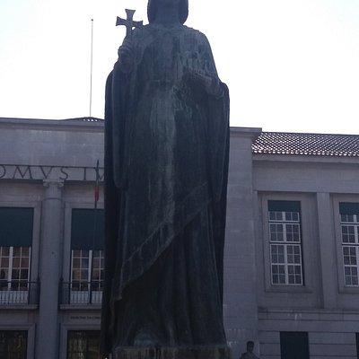 Estátua da Condessa Mumadona Dias