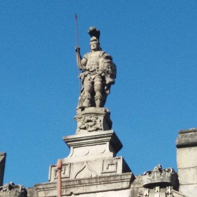 Estátua o Guimarães de duas caras