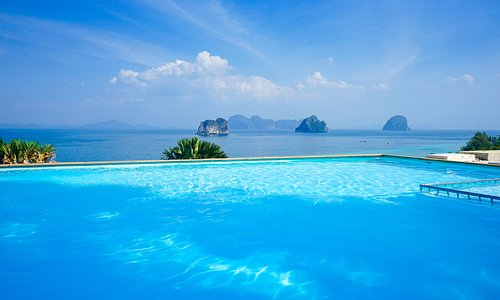 Today, I'm hanging out in beautiful Koh Ngai, Thailand, off the coast of Trang. I haven't encountered a pool view this spectacular in a long time 😍