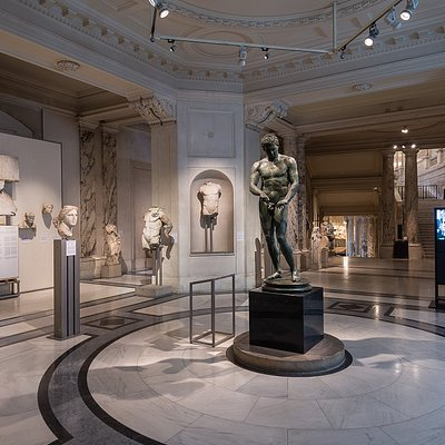 In  December  2018,  the  Ephesos  Museum  celebrates  both  its fortieth birthday and its reopening after having been closed to the public  for  over  a  year.  The  new  installation  now  incorporates  a second plateau-gallery, where magnificent examples of late-classical portraiture,  public  sculptures  and  a  series  of  ancient  polychrome marble columns are displayed.