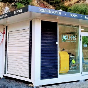 Meet Bolhas Tours nautical centre down at the entrance of Sesimbra´s harbour