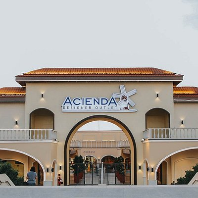 Acienda Designer Outlet is the first true international outlet mall in the Philippines.