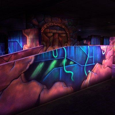 Design der Lasertag Arena Magdeburg in der Leipziger Chaussee 23. So sieht der Spielbereich von Innen aus.
