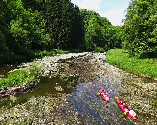 Rejoignez-nous à Chiny au Pont Saint Nicolas juste à l'entrée du Camping Le Canada pour passer quelques heures ou une journée en kayak et découvrir la vallée de la Semois
