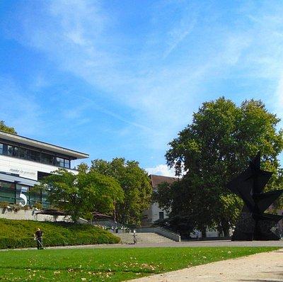 Musee de Grenoble. Площадка перед входом