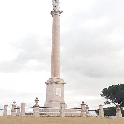 Monumento a Hercules e aos Defensores das Linhas de Torres