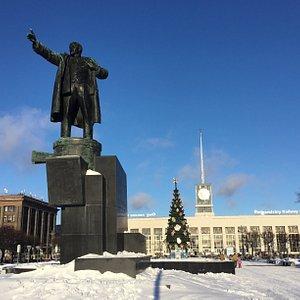 Советские скульпторы стремились передать динамику, порыв... Нынешние сплошь статичны.