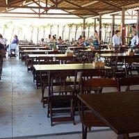 Bom espaço, mesas amplas, local bem ventilado.