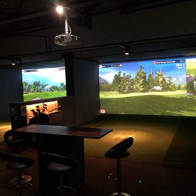 4 Sate of the Art Golf Simulators, Practice your golf, Play a round with friends.