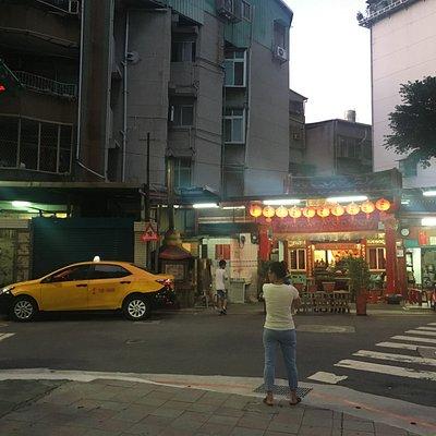 台北市信義區林口街夜市旁的萬應宮