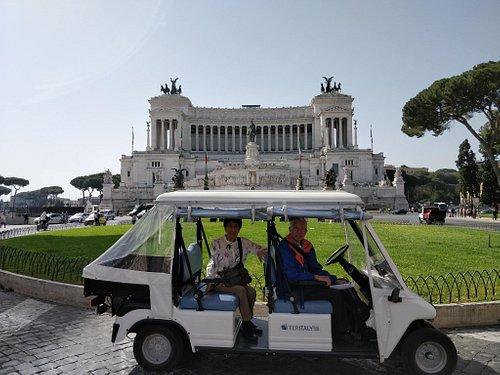 Golf cart tour in Piazza Venezia