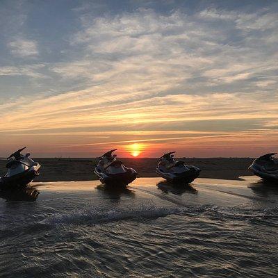 Pause sur le banc de sable de Cordouan au coucher du soleil. Magnifique !!!!