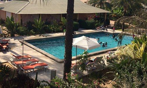 Cap Sénégal - Hôtel restaurant 6 chambres - très belle piscine - tennis - basket - beach volley - fitness. Prix tout doux.
