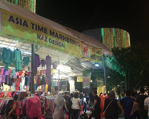 新加坡芽籠士乃的穆斯林開齋節燈光秀旁的市集