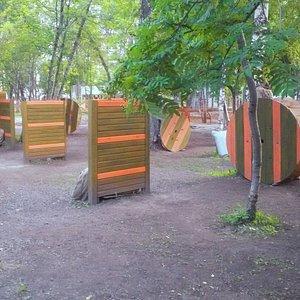 Площадка расположена в центре Новосибирска, предназначена для игры в лазертаг.