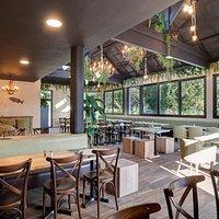 Venez découvrir notre restaurant l'Arbre au Trésor ! Nous vous proposons des crêpes, burgers, salades et plus encore !