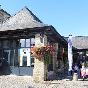 Office de Tourisme de Rochefort-en-Terre situé 3 place des Halles au coeur du village.