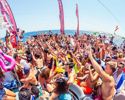 Oceanbeat Ibiza - all-inclusive boat Party - Ibiza´s biggest champagne shower - craziest boat party in Ibiza