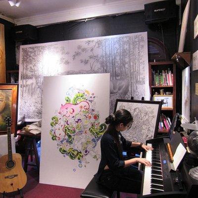 The Art and Artist in B/S Art Studio