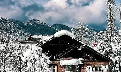 """""""Kindness is like snow—it beautifies everything it covers.""""  Book your holidays with us  For Quries Contact  Whatsapp +919596404872 / 75  www.countrysidekashmir.com"""