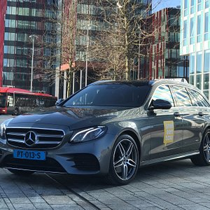 Voordelen van sneleentaxi: - Boek en betaal eenvoudig je rit online - Overzichtelijk account met al je boekingen - Taxiritten kunnen in héél Nederland geboekt worden - Tot wel 70% voordeliger dan regulier taxivervoer - Keuze uit regulier, bus- en luxevervoer - Enthousiast team, bereikbaar via de live chat