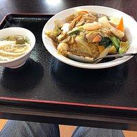 料理は大変おいしく、料理の種類も豊富でした また店内もきれいで、雰囲気もいい感じでした