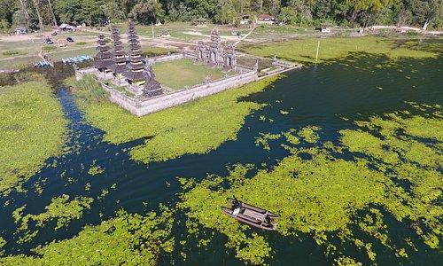 Hindhu temple on the lake of Tamblingan Bali.