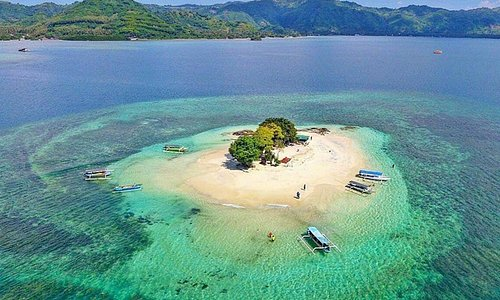 Lombok gilis difrent from the other palace.. Please join with our tour program and visit us : www.mytravellinglombok.com