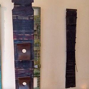 voici un bel exemple des totems de TUR, réalisés à partir de différentes matières organiques et naturelles, c'est puissant !