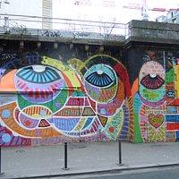 La fresque côté du début de la rue de l'Ourcq