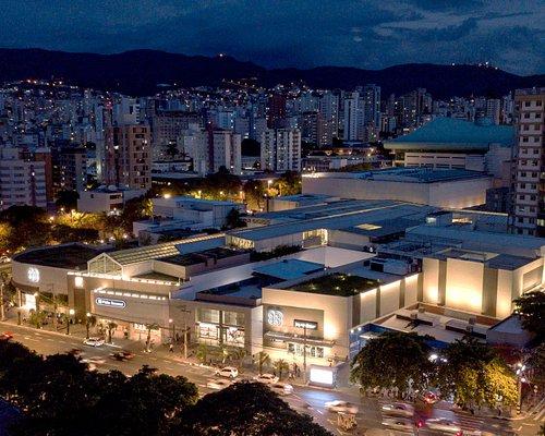 O Pátio Savassi é um centro de compras sofisticado e fashion, construído no conceito de life style center, tem iluminação e ventilação natural, aceita cachorro no mall e fica na Savassi, o charmoso bairro de Belo Horizonte, em um dos pontos de maior efervescência cultural da cidade. Com ambiente agradável e descontraído, traz a atmosfera de compra de rua, com conforto e segurança. Eclético, o Shopping reúne marcas conceituadas e exclusivas, com grifes selecionadas para um público qualificado.