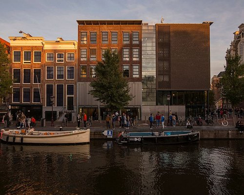 The Anne Frank House on the Prinsengracht canal in Amsterdam. The museum can only be visited with an online ticket for a specific date and time. Photo: Anne Frank Stichting / Cris Toala Olivares.
