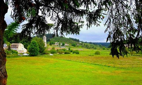 Au village de Javols, toujours sur la commune de Peyre en Aubrac, découvrez un musée et un site archéologique qui retrace l'histoire de l'ancienne capitale gallo-romaine du Gévaudan