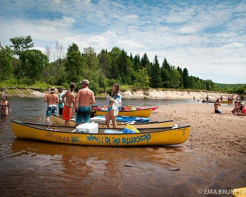 Profitez des magnifiques plages de la rivière Rouge tout au long de votre descente en canot ou en kayak,