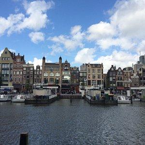 Прогулочные кораблики в центре Амстердама. Обзорная экскурсия по Амстердаму с дипломированным гидом Еленой Рыщенко