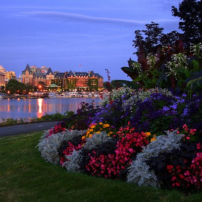 An enchanting evening food tour of Victoria, BC.